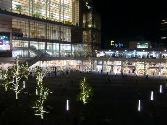 川口駅東口(キュポ・ラ)01