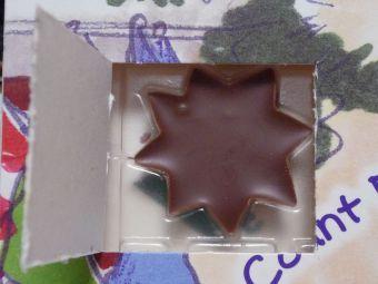 ふたを開けたら星型のチョコレート